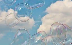 Bubblor som svävar på brisen i himlen Royaltyfri Fotografi