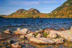 Bubblorna från över Jordan Pond, Maine arkivbilder