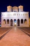Bucarest entro la notte - cattedrale patriarcale Fotografie Stock