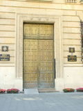 Bucarest - l'entrata di National Bank della Romania Fotografie Stock