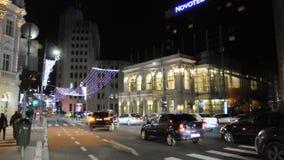 Bucarest, le 1er décembre 2015 : Lumière de nuits de Noël de Bucarest en Roumanie banque de vidéos