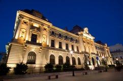 Bucarest por noche - National Bank de Rumania Imagen de archivo libre de regalías