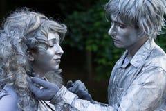 Bucarest, Roumanie - 7 juin 2014 : Romeo et Juliete montrent, festival de théâtre de rue de Statui Vivante Image libre de droits