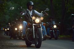 Bucarest, Roumanie, le 17 juillet 2015 : Cyclistes montant dans un groupe image libre de droits