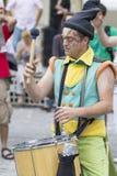 Bucarest, Roumanie - 29 mai 2014 : Les tambours de Cameleons Team l'exposition des interprètes des Frances Photos stock