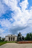 BUCAREST, RUMANIA - 30 DE AGOSTO: Fachada nacional rumana de la ópera el 30 de agosto de 2015 en Bucarest, Rumania Fotografía de archivo libre de regalías