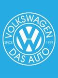 BUCAREST, RUMANIA 2 DE JULIO DE 2019: Diseño del vector de logotipo de Volkswagen puesto en fondo azul claro Volkswagen es un ale ilustración del vector