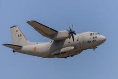 Bucarest, Rumania - 30 de julio: Los militares espartanos de C-27J transportan el vuelo del aeroplano Foto de archivo libre de regalías
