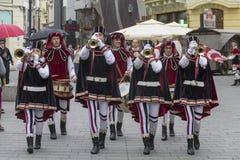 Bucarest, Rumania - 30 de mayo de 2014: La bandera duda demostración de los ejecutantes de Italia Fotografía de archivo libre de regalías