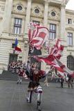 Bucarest, Rumania - 30 de mayo de 2014: La bandera duda demostración de los ejecutantes de Italia Foto de archivo