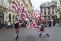 Bucarest, Rumania - 30 de mayo de 2014: La bandera duda demostración de los ejecutantes de Italia Foto de archivo libre de regalías