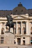 BUCARESTE - 17 DE MARÇO: Estátua equestre da música de natal mim na frente de Royal Palace Foto tomada o 17 de março de 2018 em B Foto de Stock