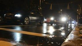 Bucareste pelo tráfego da noite vídeos de arquivo
