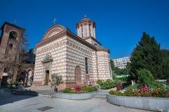BUCARESTE, ROMÊNIA - 27 de agosto de 2014: A igreja velha da corte nos Bu Imagem de Stock Royalty Free