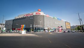 Bucareste, Romênia - 27 de agosto de 2014: Shopping de Unirea dentro Foto de Stock
