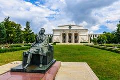 BUCARESTE, ROMÊNIA - 30 DE AGOSTO: Fachada nacional romena de Opera o 30 de agosto de 2015 em Bucareste, Romênia Fotos de Stock Royalty Free
