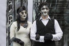 Bucareste, Romênia - 7 de junho de 2014: Mostra do tango, festival do teatro da rua de Statui Vivante imagens de stock