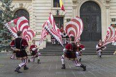 Bucareste, Romênia - 30 de maio de 2014: A bandeira oscila a mostra dos executores de Itália Fotos de Stock