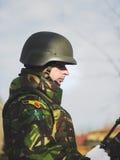 BUCARESTE, ROMÊNIA, O 1º DE DEZEMBRO: Parada militar no dia nacional de Romênia, Arc de Triomphe, o 1º de dezembro de 2013 em Buc Imagens de Stock Royalty Free