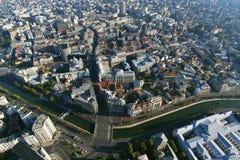 Bucareste, Romênia, o 9 de outubro de 2016: Vista aérea da cidade velha em Bucareste, perto do rio de Dimbovita fotos de stock royalty free