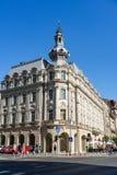 Bucareste, Rom?nia - 2019 Maneira de Victoriei em construções velhas do centro de Bucareste, em hotéis e em barras locais imagem de stock