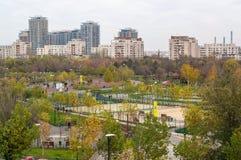 Bucareste, Romania Opinião do parque de Tineretului (o parque da juventude) no autu Fotos de Stock