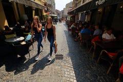 Bucareste - vida do dia na cidade velha imagem de stock royalty free