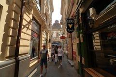 Bucareste - vida do dia na cidade velha fotografia de stock
