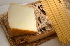 Bucatini y queso imagen de archivo
