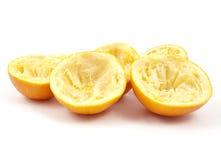 Bucce d'arancia dopo juicing fotografia stock libera da diritti