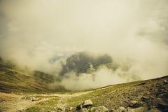 Bucegi山,在云彩上 库存照片