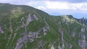 Bucegi山,罗马尼亚,空中飞行 股票视频