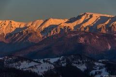 Bucegi从火车的山景 图库摄影