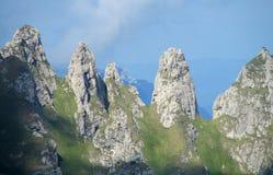 Bucegi berg i centralRumänien med ovanligt vaggar bildandeSphinxandBabele Royaltyfri Foto