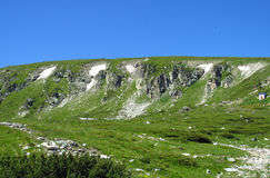 Bucegi berg i centralRumänien med ovanligt vaggar bildandeSphinxandBabele Royaltyfria Bilder