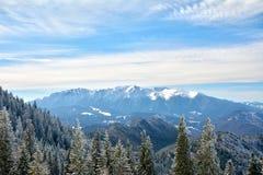 Bucegi-Berge gesehen von Poiana Brasov, Rumänien Stockfotos