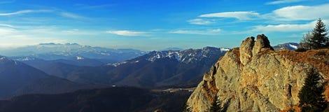 Bucegi góry widzieć od Ciucas gór, Rumunia Zdjęcia Stock