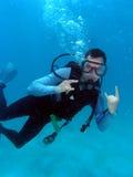 Buceo con escafandra del hombre Foto de archivo libre de regalías