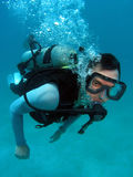 Buceo con escafandra del hombre Fotografía de archivo libre de regalías