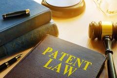 Buch über Patentgesetz Getrennt auf weißem background Lizenzfreie Stockfotos