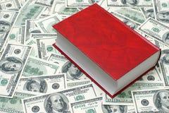 Buch auf dem Dollarhintergrund Stockbilder