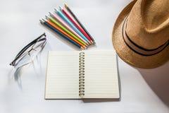 Buch-Bleistift-Glashut stockfoto