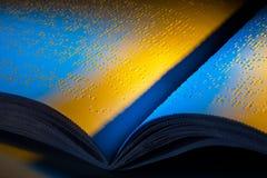 Buch in Blindenschrift. Blindenschrift für die Vorhänge Stockfotografie