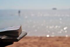 Buch - Dahab - Ägypten - Meer Stockbilder