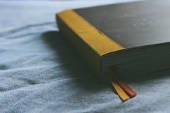 Buch in der Stimmung Lizenzfreie Stockfotos