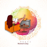Buch des jungen Mädchens Lesefür den Tag der Frauen Lizenzfreie Stockfotos