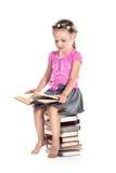 Buch des kleinen Mädchens Lese Lizenzfreie Stockfotografie