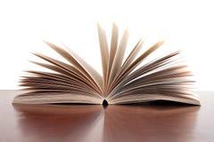Buch geöffnet Lizenzfreie Stockfotos