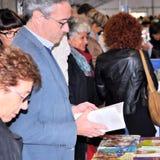 Buch-Messe in Brescia-` Librixia-` untranslatable Buchhandlungen groß und kleine Anzeige ihre besten Bücher lizenzfreies stockfoto