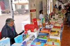 Buch-Messe in Brescia-` Librixia-` untranslatable Buchhandlungen groß und kleine Anzeige ihre besten Bücher lizenzfreie stockfotos
